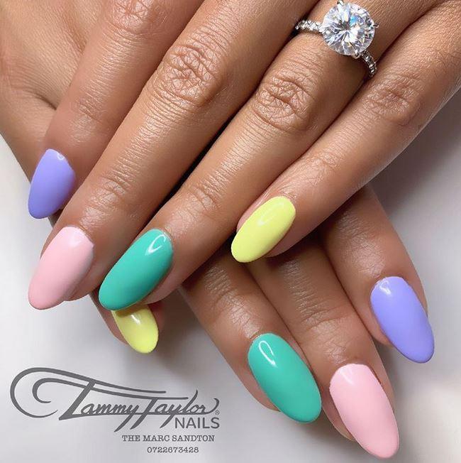 Amanda du-Pont showcases her multi-coloured nails